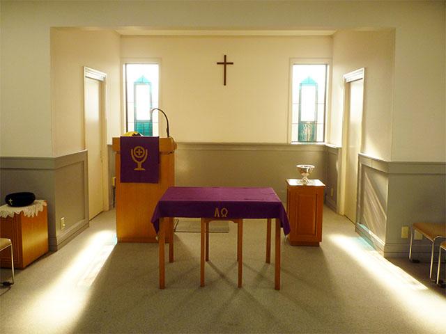 聖餐卓、説教台、洗礼盤